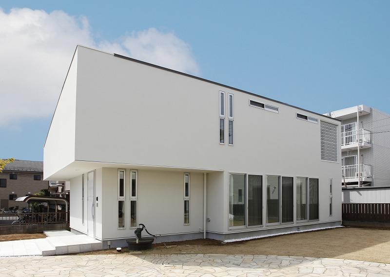 白を基調にしたデザイン住宅