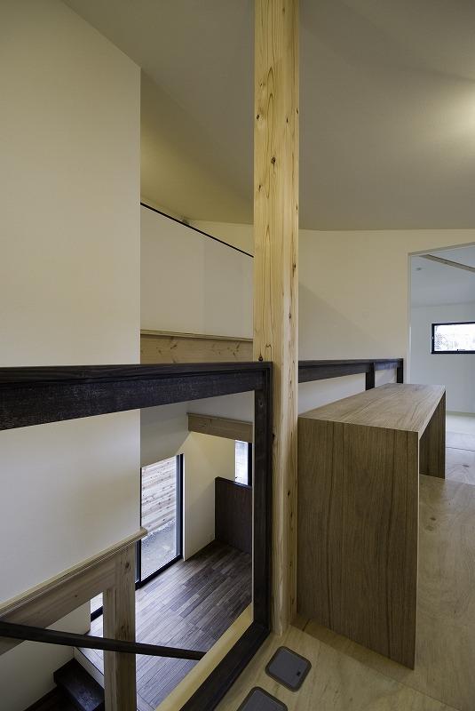 屋根裏部屋と大黒柱のある家