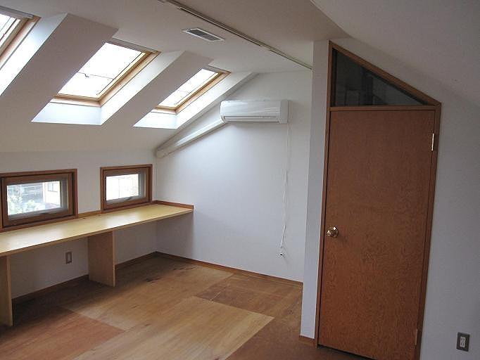 屋根裏の隠れ家部屋