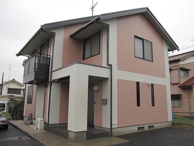 かわいいピンクの外壁の家