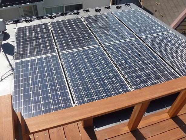 太陽光とウッドデッキのコラボレーション